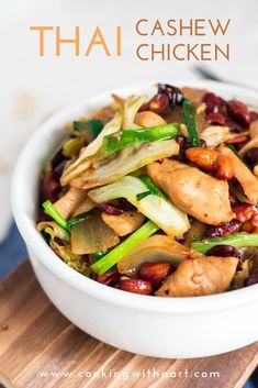 This post provides a Thai cashew chicken recipe that's delicious and very easy to make. Best Chicken Recipes, Thai Recipes, Asian Recipes, Dinner Recipes, Healthy Recipes, Dinner Ideas, Duck Recipes, Chinese Recipes, Delicious Recipes