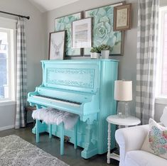 The Painted Piano does it again! We love the way she styled a gallery wall above that gorgeous teal piano. Tap to see similar items. Painted Pianos, Painted Furniture, Piano Room Decor, Piano Y Violin, Guitar, Turquoise Cottage, Old Pianos, Traditional Artwork, Music Decor
