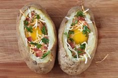 This is really good, especially with farm-fresh potatoes. Try this Idaho Sunrise (Baked Eggs & Bacon In Potato Bowls) recipe today! Your morning favorites presented in a creative fashion! Bacon Potato, Bacon Egg, Sweet Potato, Loaded Potato, Breakfast Dishes, Breakfast Recipes, Breakfast Potatoes, Potato Bowl Recipe, Great Recipes