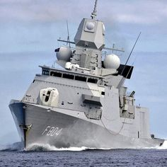 Royal Netherlands Navy HNLMS De Ruyter is officially deployed in the Strait of Hormuz. There, the navy ship participates in the European security mission. Zombie Vehicle, Royal Dutch, Strait Of Hormuz, Yacht Interior, Navy Ships, Military Army, Power Boats, Submarines, Aircraft Carrier