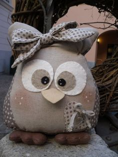 Cute little stuffed girl owl! Owl Fabric, Fabric Crafts, Owl Crafts, Diy And Crafts, Sewing Toys, Sewing Crafts, Owl Cushion, Craft Projects, Projects To Try