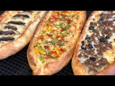البيتزا التركية بعجين راائع و تلاث حشوات🇹🇷 Pizza turque (Pide) recette facile trois garnitures - YouTube Indian Food Recipes, Healthy Recipes, Ethnic Recipes, Healthy Food, Pizza Sandwich, Mini Pizza, Cheesesteak, Hot Dog Buns, Coco