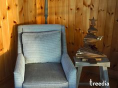 You can also order your treedia tree stained with a beautiful bark-brown stain color! Stain Colors, Armchair, Brown, Furniture, Beautiful, Home Decor, Sofa Chair, Single Sofa, Decoration Home