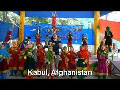 APOD: 2012 Juli 10 - gelukkige mensen dansen op de Planeet Aarde
