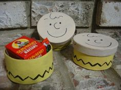 favor boxes...if I do a snoopy party for Thatchy's 1st :)