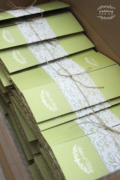 Zöld, csipkés esküvői meghívónk | Wedding Design Blog