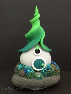 120 Easy And Simply To Try DIY Polymer Clay Fairy Garden Ideas. Polymer clay is a clay like material made from polyvinyl chloride (PVC), plasticizer and pigment. Polymer Clay Kunst, Polymer Clay Fairy, Fimo Clay, Polymer Clay Projects, Polymer Clay Creations, Clay Fairy House, Fairy Houses, Garden Houses, Cute Diy