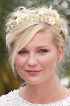 Kristen Dunst looks divine in this floral headband. #FlowerShop