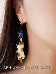 Only a singular earring on their right ear. Cat Jewelry, Enamel Jewelry, Resin Jewelry, Jewelery, Handmade Accessories, Jewelry Accessories, Handmade Jewelry, Uv Resin, Resin Art