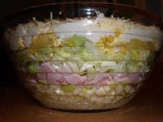 Schichtsalat Beliebt auf jeder Party – Rezept mit Video The perfect layered salad Popular on every party recipe with a picture and simple step-by-step instructions: Important: the salad the day before … Thanksgiving Salad, Thanksgiving Recipes, Healthy Eating Tips, Healthy Snacks, Spinach Salad Recipes, Snacks Für Party, Vegetable Drinks, No Bake Treats, Food Pictures