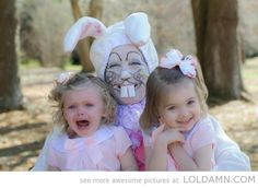 funny-awkward-easter-family-photos-http://loldamn.com #easterphotos