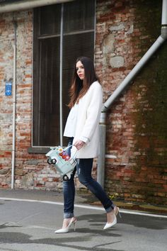 Braccialini Bag, Borsa Ape now on my fashion blog, White Coat, Jeans, white shirt, Guess shoes, Spring Outfit, spring look