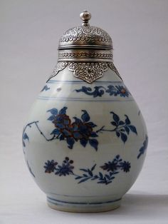 Cotswolds Art & Antique Association: an exquisitely detailed 17th century jar from China, complete with a porcelain body and silver top.