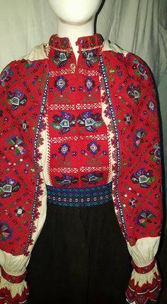 Folk Costume, Costumes, Folk Clothing, Romania, Ukraine, Must Haves, Folk Art, Christmas Sweaters, Traditional