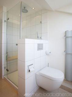 Toilette mit Dusche getrennt