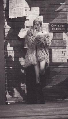 """𝐩𝐞𝐫𝐬𝐨𝐧𝐚🤍 on Twitter: """"[scan] ROSÉ -R- RANDOM POSTCARDS - GONE MV SET #BLACKPINK #ROSÉ #R #BLACKPINKSCAN #로제 #Gone @BLACKPINK… """" Yg Entertainment, Korean Girl Groups, South Korean Girls, Foto Rose, Young Park, Blackpink Poster, Blackpink Memes, Rose Icon, Rose Park"""