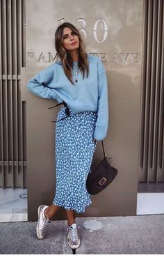 Cozy sweater paired with midi skirt and sneakers – – women sweater – Best Picture … Midi Length Skirts, Midi Skirt, Skirt Mini, Skater Skirts, Denim Skirt, Dress Skirt, Casual Dresses, Casual Outfits, Fashion Outfits