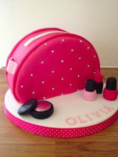 Make-up bag cake / purse cake / make-up cake Birthday Cakes For Women, Birthday Cake Girls, Bolo Channel, Fondant Cakes, Cupcake Cakes, Shoe Cakes, Makeup Birthday Cakes, Handbag Cakes, Purse Cakes