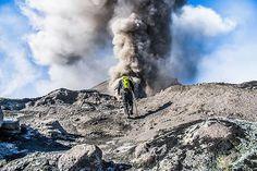 📍LOS QUEÑES Volcán Planchón en Chile 🇨🇱 #Romeral #Curicó #regiondelmaule #septimaregion #maule #mauleadicto #Chile • • 📷 @eb.creatives… Chile, Region Del Maule, Instagram, Volcanoes, Scenery, Chili, Chilis