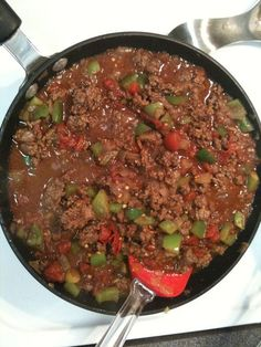 Quick Paleo Chili - Paleo Eats Ingredients: 1 lb grass-fed ground beef 1 medium onion (chopped) 2 tbsp olive oil 4-5 cloves garlic (minced) 1 can organic tomatoes 14.5oz (petite-diced) 1 green bell pepper (chopped) 3-4 tbsp chile powder 2 tsp dry oregano 1-2 tsp ground cumin salt and pepper