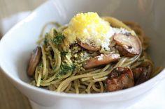 Whole Grain Spaghetti with Arugula Walnut Pesto and Grated Egg - Weekly Greens Vegetarian Main Course, Walnut Pesto, Rice Grain, Fast Dinners, Kid Friendly Dinner, Dim Sum, Arugula, Yummy Food, Yummy Recipes