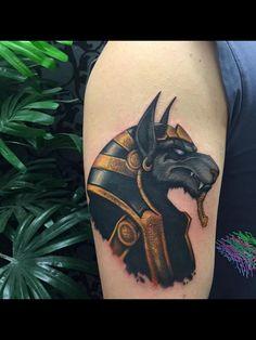 Anubis tatuaje a color