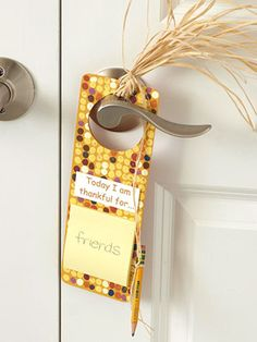indian corn door hanger with post-it notes for daily things to be thankful for