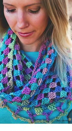 Lily's Sweetheart cowl free crochet pattern from SCCelinaLane