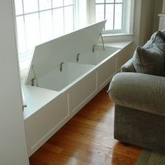Window seat with storage - good idea for the bay in the dining room. I can store all the table cloths, napkins, place mats, etc, there! Add cushions for seating in the meantime. More room design storage 3 Creative Storage Solutions for the Family Room Window Benches, Bay Window Seating, Window Table, Bay Window Cost, Kitchen Window Seats, Built In Bench, Creative Storage, Clever Storage Ideas, Family Room Design