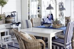 relaxed dining-love the blue stripes and mismatched chairs Coastal Homes, Coastal Living, Mismatched Chairs, Lakeside Living, Beach Cottage Decor, Lake Cottage, Coastal Cottage, New England Style, Decoration