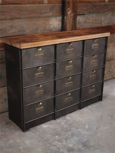 meuble a clapet metal industriel planche bois casier. Black Bedroom Furniture Sets. Home Design Ideas