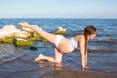 Yoga, el mar, la maternidad... Tres cosas perfectas para hacer en un día como hoy