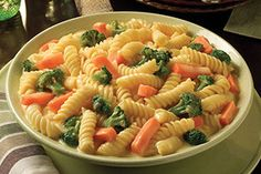 Serve this easy, cheesy pasta and vegetable recipe as a meatless entrée or side.Serve this easy, cheesy pasta and vegetable recipe as a meatless entrée or side dish. It's also a delicious way to get kids to eat their veggies. Kraft Foods, Kraft Recipes, Pasta Recipes, Cooking Recipes, Noodle Recipes, Creamy Spaghetti, Creamy Chicken Pasta, Pasta Primavera, Simply Lasagna