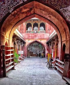 A shot of the Wazir Khan Mosque. Photo courtesy @ochawla1 Have your photos featured by using #etribune or tag us @etribune    #wazirkhanmosque #photography #photooftheday #potd #photojournalism #etribune #world #igers #instadaily #instagood #instatravel #pakistan #lahore   #karachi #islamabad #quetta #rawalpindi #sindh #punjab #balochistan