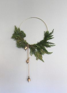 11 Fantastic Wreath Ideas you can DIY this Christmas for your Modern & Stylish Home. Check them out here! Looking for something to make this Christmas, these Christmas wreath ideas will give you plenty of Christmas spirit and awesome ideas! Diy Christmas Decorations For Home, Christmas Crafts To Sell, Christmas Wreaths To Make, Thanksgiving Wreaths, Noel Christmas, Holiday Wreaths, Simple Christmas, Beautiful Christmas, Christmas Ideas