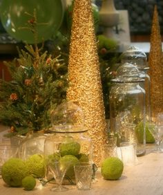 Glittery gold and green table decor. Beautiful!