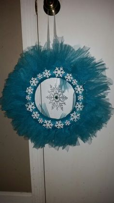 Frozen wreath  I am in love with this simple, beautiful wreath I just finished.