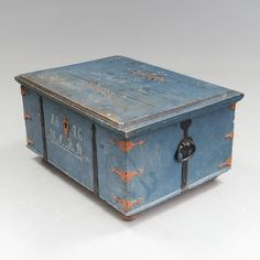 CHEST, Swedish, folk art, from Hälsingland, dated 1846. Length 84, width 61, height 43 cm. CONDITION REPORT Wear, scratches, cracks, loss of material, stains. Lock not fitted, included. Legs later.