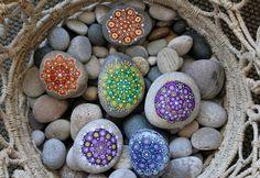 Decora tu hogar con mandalas aprendiendo esta sencilla técnica paso a paso para pintar piedras.