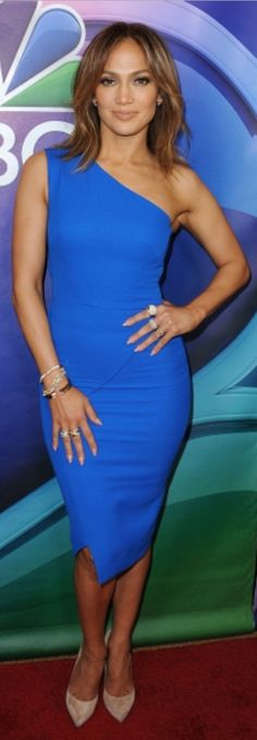 Who made  Jennifer Lopez's blue one shoulder dress and tan suede pumps?