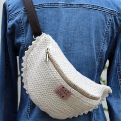 Crossbody/Belt Bag 2019 Crossbody/Belt Bag Patterns The post Crossbody/Belt Bag 2019 appeared first on Bag Diy. Crochet Handbags, Crochet Purses, Bag Essentials, Motifs Roses, Waist Purse, Diy Bags Purses, Medium Bags, Knit Or Crochet, Crochet Fashion