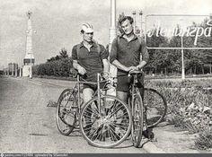 Велосипедисты у въезда в город Old School, Saints, Bicycle, Saint Petersburg, Santos, Bicycle Kick, Bicycles, Bike, Bmx