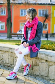 Choineczka A pop of colour!  Street style,fashion,air max,blogger,pink,grey,white outfit