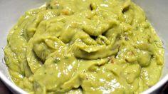 Guacamole http://gurmandino.ro/wp-content/uploads/2012/05/Nachos-Grande6.jpg