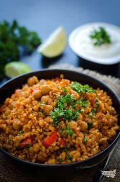 bulgur s cizrnou (pilaf) Vegetarian Recipes, Cooking Recipes, Healthy Recipes, Vegan Meals, Healthy Food Alternatives, Main Meals, Clean Eating, Food And Drink, Lunch