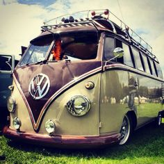 Volkswagen splitty at Dubs at the Castle
