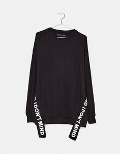 Sweatshirt com texto - Sweatshirts - Bershka Portugal Shirt Print Design, Shirt Designs, Sweat Shirt, 50 Fashion, Fashion Outfits, Fashion Styles, Pretty Outfits, Cute Outfits, Iranian Women Fashion