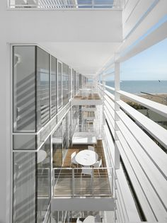 Jesolo Lido Apartments / Italy / Richard Meier & Partners Architects