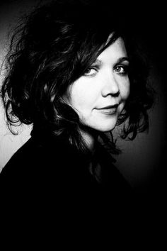 maggie gyllenhaal - i think she . . . and her look . . rock!