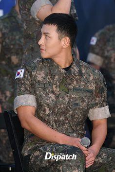 Để mặt mộc dự sự kiện quân đội, Ji Chang Wook gây xôn xao vì đẹp trai đến mức biến nam idol Kpop thành bạch tuộc - Ảnh 4. Korean Celebrities, Korean Actors, Celebs, Ji Chan Wook, Military Men, Korean Men, Asian Boys, Celebrity Crush, My Hero
